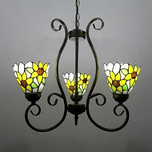Traditional Daisy Pattenr Stained Glass Three-light Chandelier in Tiffany Style
