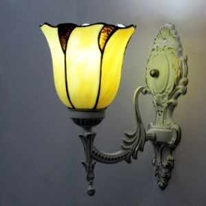 Classic Flower Shape  Scalloped Edge Mini Tiffany Wall Sconce