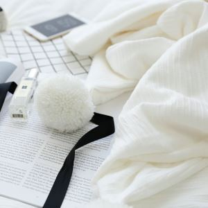 American Village Manual Customization Plush Ball Decorated Edge White Home Blanket Travel Blanket Air Conditioning Blanket