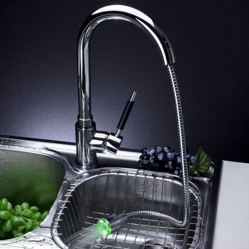 Single Handle Solid Brass Pull-Out Kitchen Faucet With