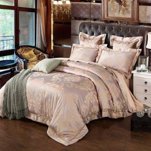 Classical Royal Bedding Set Unique Pink Luxurious Jacquard Bedclothes Soft 4pcs Duvet Cover Sets