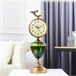Creative Trophy Tabletop Clock Vintage Mute Table Clock A/B/C Options