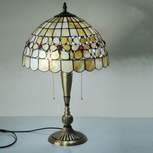 European Idyllic Retro Pearl and Shell Tiffany Table Lamp with 2-lights