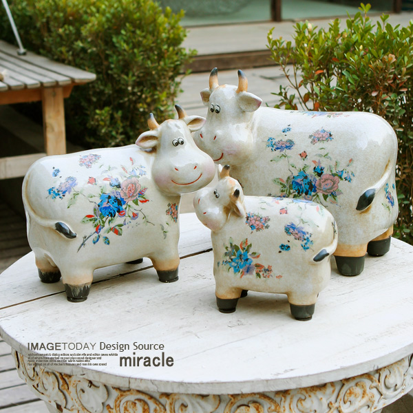 French Country Style Vintage Ceramic Cow Family Ornament Set